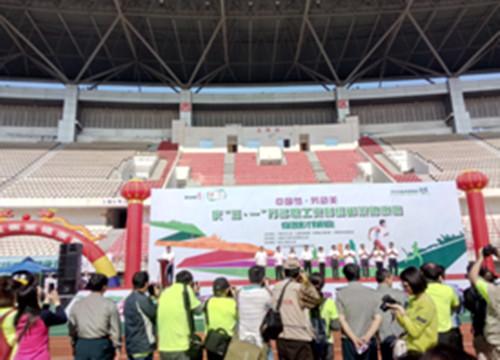 参加庆五一万人健康跑活动