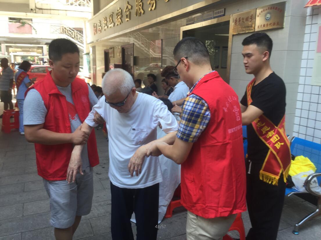 阳春社区组织共建单位开展志愿者活动