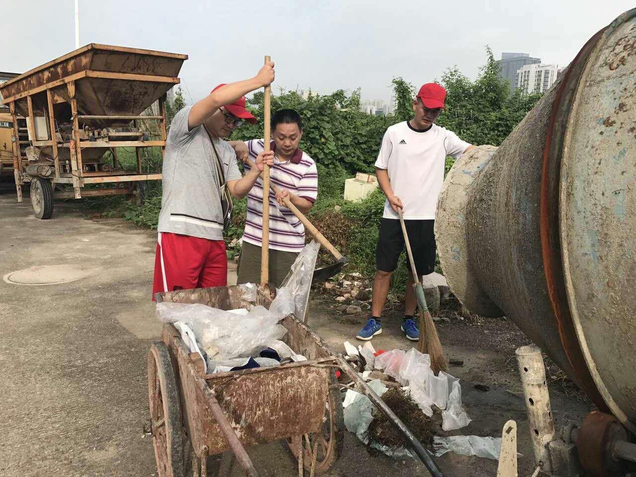 城东社区携手共建单位开展创城卫生大扫除活动